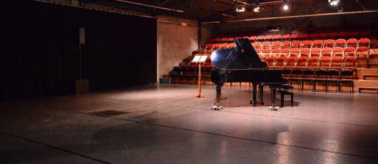 theaterzaal met piano